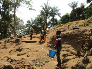 The Water Project : 6-sierraleone5086-carrying-water