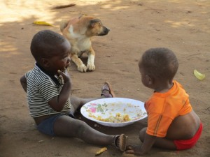 The Water Project : 9-sierraleone5088-children-eating