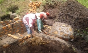 The Water Project : 13-kenya4565-construction