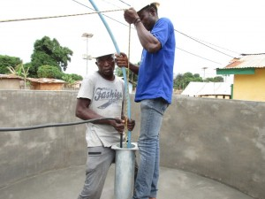 The Water Project : 13-sierraleone5087-test-pumping