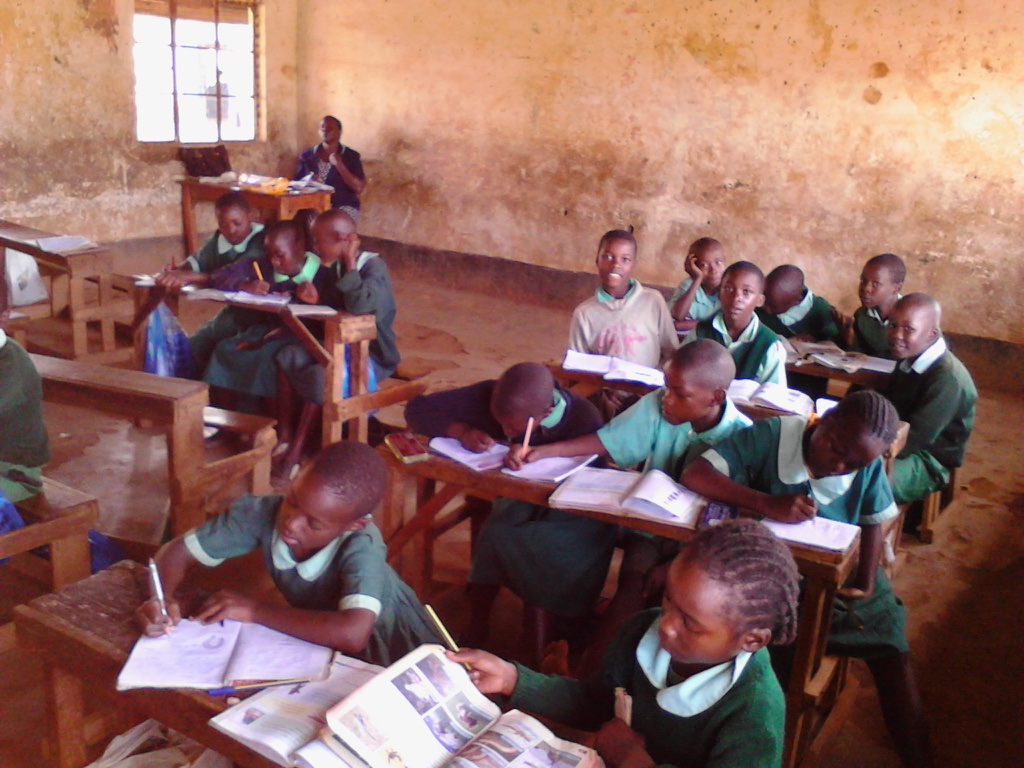 The Water Project : 2-kenya4619-classroom