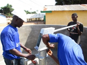 The Water Project : 24-sierraleone5087-pump-installation