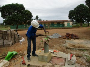 The Water Project : 35-sierraleone5099-construction