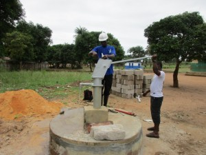 The Water Project : 39-sierraleone5099-construction