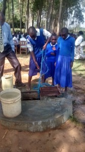 The Water Project : 6-kenya4618-current-water-source