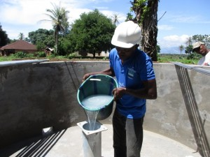 The Water Project : 18-sierraleone5088-pump-installation