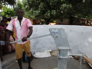 The Water Project : 21-sierraleone5088-pump-installation