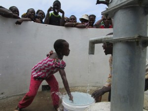 The Water Project : 25-sierraleone5088-handing-over