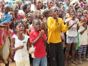 The Water Project : 27-sierraleone5088-handing-over