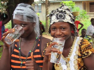 The Water Project : 30-sierraleone5088-handing-over