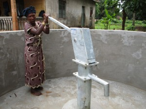 The Water Project : 37-sierraleone5089-pump-installation