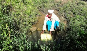 The Water Project : 2-kenya4584-fetching-water