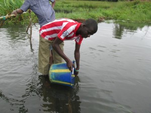 The Water Project : 2-sierraleone5092-current-water-source