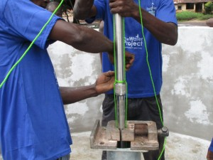The Water Project : 22-sierraleone5082-pump-installation