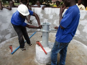The Water Project : 23-sierraleone5082-pump-installation