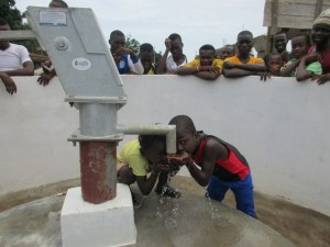 The Water Project : 28-sierraleone5100-handing-over