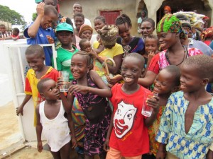 The Water Project : 29-sierraleone5100-handing-over