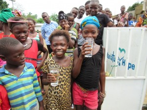 The Water Project : 31-sierraleone5100-handing-over