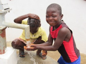 The Water Project : 36-sierraleone5100-handing-over