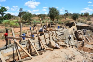 The Water Project : 11-kenya4472-construction