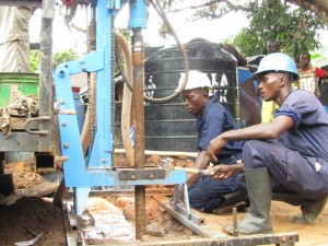 The Water Project : 27-sierraleone5091-construction