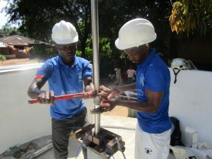 The Water Project : 42-sierraleone5091-pump-installation