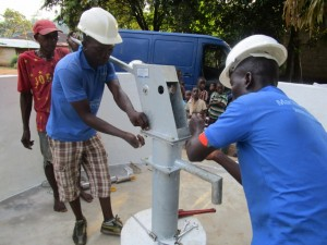 The Water Project : 45-sierraleone5091-pump-installation