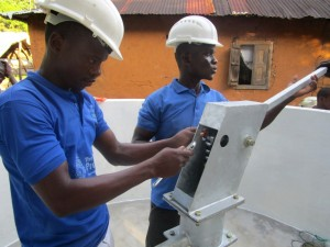 The Water Project : 46-sierraleone5091-pump-installation