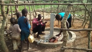 The Water Project : 10-uganda6068-installation