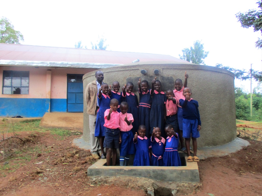 The Water Project : 16-kenya4623-finished-tank