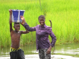 The Water Project : 2-sierraleone5095-fetching-water