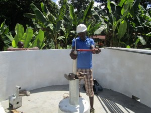 The Water Project : 20-sierraleone5090-pump-installation