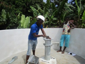 The Water Project : 25-sierraleone5090-pump-installation