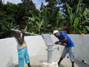 The Water Project : 26-sierraleone5090-pump-installation