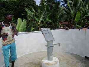 The Water Project : 27-sierraleone5090-pump-installation