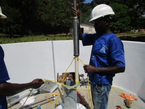 The Water Project : 33-sierraleone5092-pump-installation