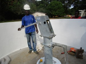 The Water Project : 35-sierraleone5092-pump-installation