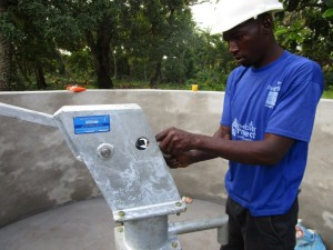 The Water Project : 37-sierraleone5094-pump-installation