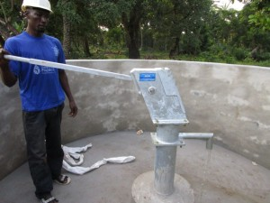 The Water Project : 38-sierraleone5094-pump-installation