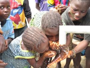 The Water Project : 39-sierraleone5090-dedication