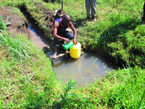 The Water Project : 4-kenya4589-fetching-water