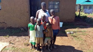 The Water Project : 5-kenya4590-family