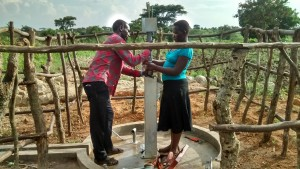 The Water Project : 7-uganda6068-installation