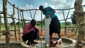 The Water Project : 8-uganda6068-installation