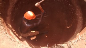 The Water Project : 12-uganda6070-construction