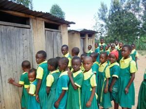 The Water Project : 17-kenya4638-girls-waiting