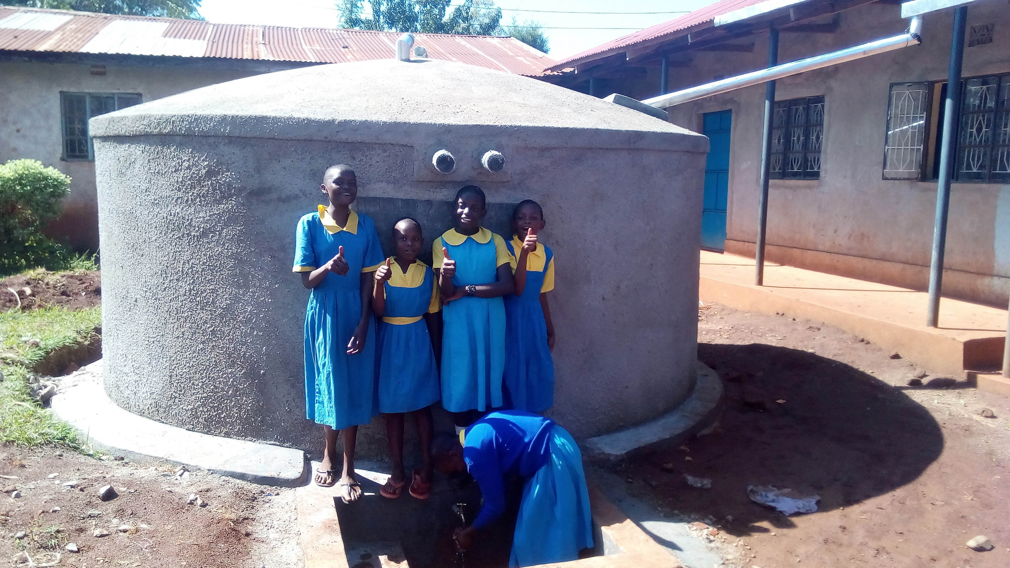 The Water Project : 23-kenya4626-finished-tank