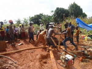 The Water Project : 4-uganda6069-construction