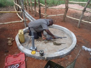 The Water Project : 4-uganda6075-installation