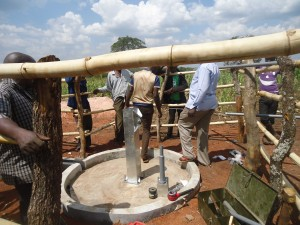 The Water Project : 5-uganda6075-installation